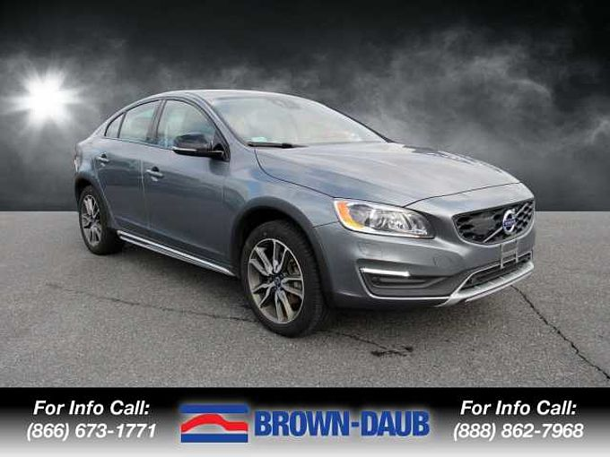 Volvo  S60 T5 AWD Cross Country